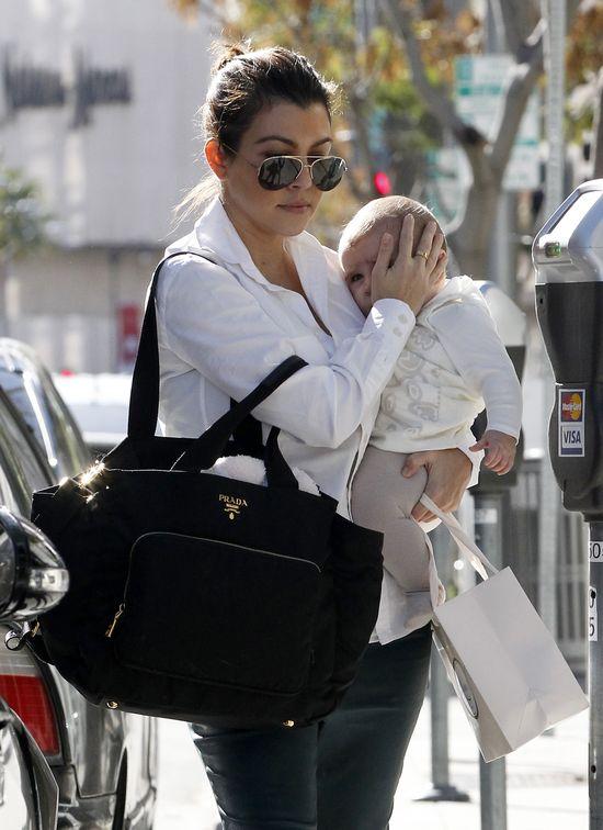 Kourtney Kardashian zabiera małą Penelope na zakupy (FOTO)