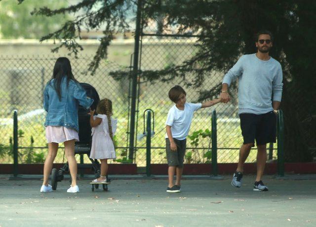 Jak Kourtney Kardashian spędziła niedzielę? (FOTO)