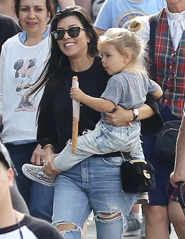 Kourtney i Scott z dziećmi w Disneylandzie - jak się zachowywali? (ZDJĘCIA)