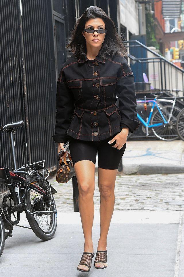 Kourtney Kardashian w ulubionej części garderoby siostry Kim (ZDJĘCIA)