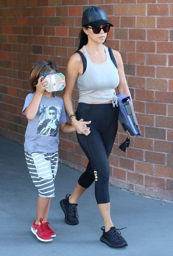 Kourtney Kardashian z synkiem w drodze z kliniki (FOTO)