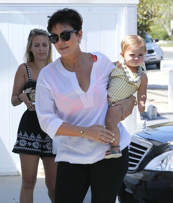 Kris Jenner zajmuje się wnuczką (FOTO)
