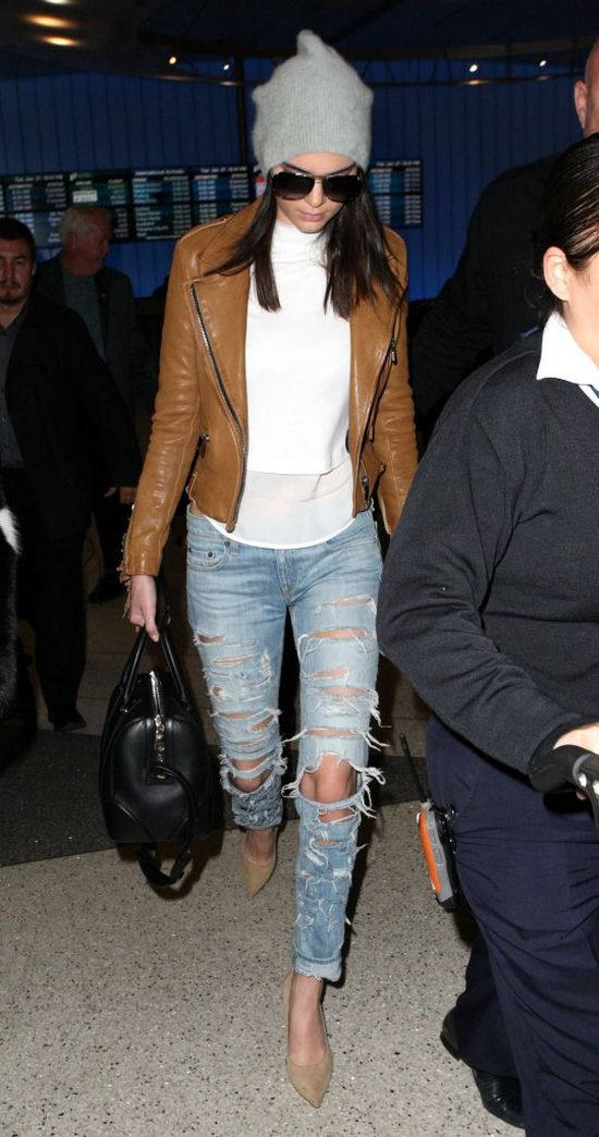 Ile bagaży Kris i Kendall Jenner zabrały do Paryża? (FOTO)
