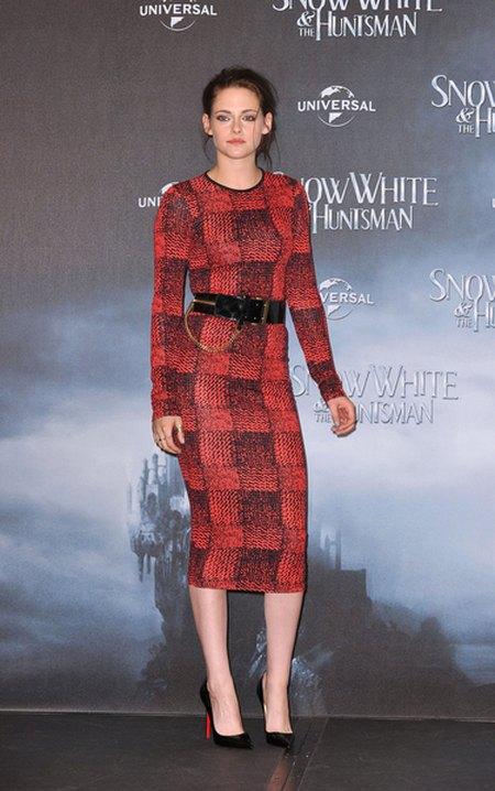 Kristen Stewart wbiła się w Louboutiny... (FOTO)