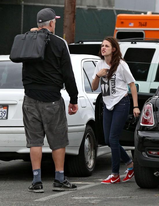 Kristen Stewart ze wstydu chowa się przed światem