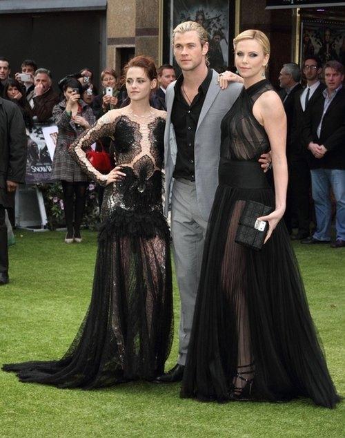 Zjawiskowe Theron i Stewart na premierze w Londynie (FOTO)