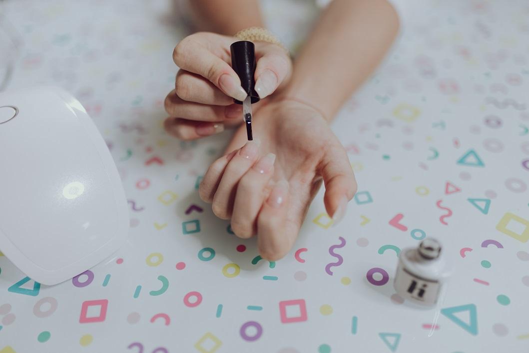 Poznaj 4 kroki do wykonania manicure w stylu littlemooonster96
