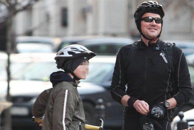 Krzysztof Ibisz z synem na rowerach (FOTO)