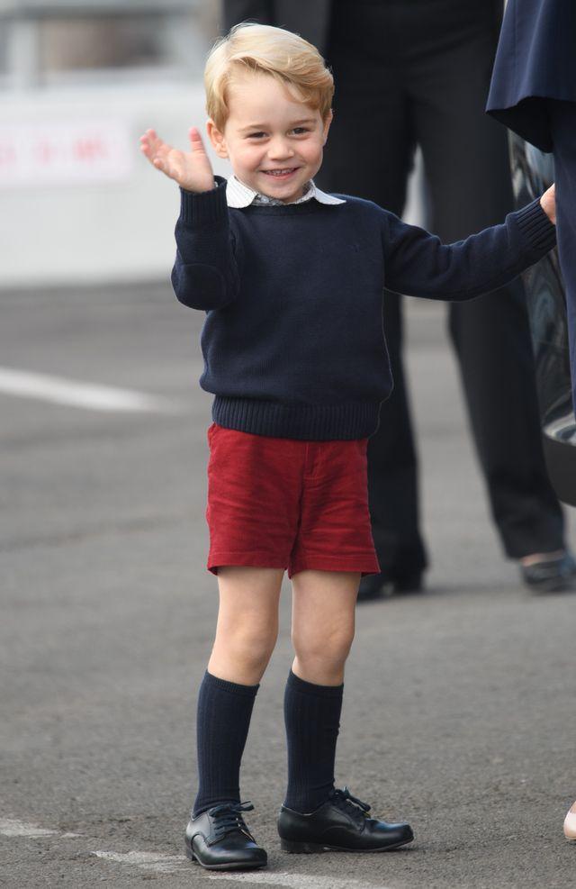 Dlaczego książę Jerzy zawsze nosi krótkie spodenki?