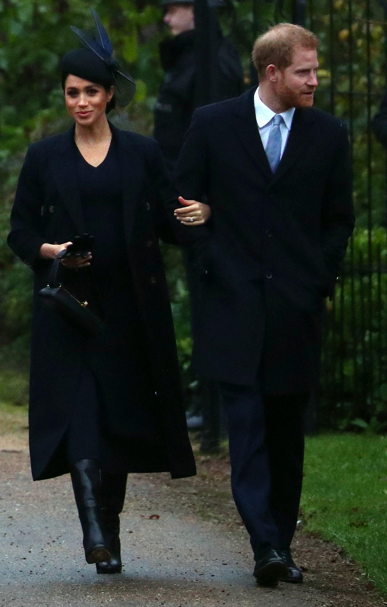 Księżne Kate i Meghan uśmiechnięte w drodze do kościoła - ani śladu kłótni (ZDJĘ