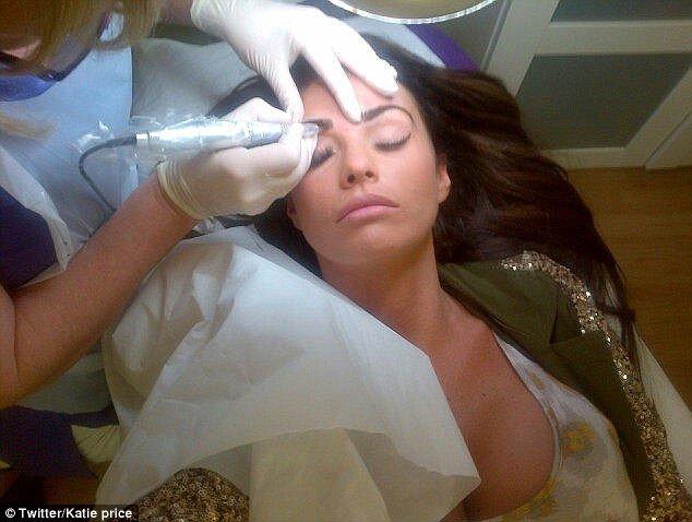 Katie Price zafundowała sobie makijaż permanetny (FOTO)