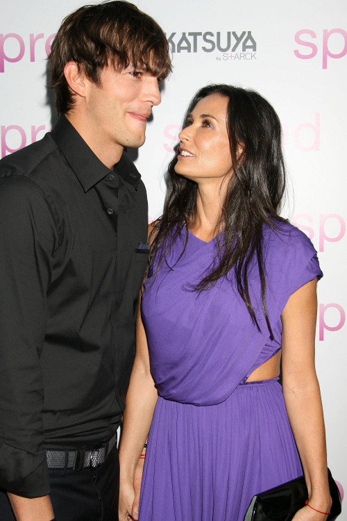 Ashton Kutcher rozwodzi si� z Demi Moore