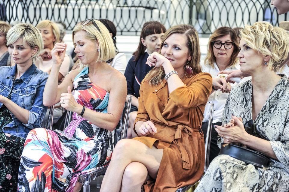 Ola Kwaśniewska wwąchuje się w rękę na prezentacji kosmetyków (ZDJĘCIA)