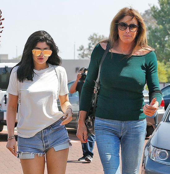 Fani pytają Kylie Jenner, czy przytyła przez ciążę (FOTO)