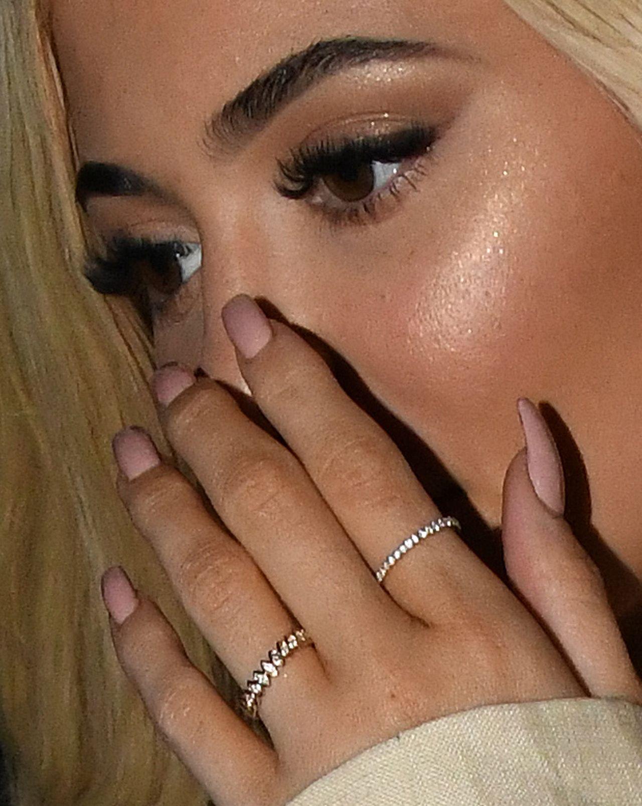 Kylie Jenner na kolacji z Travisem z pierścionkiem na palcu zaręczynowym ZDJĘCIA