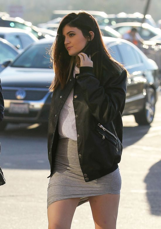 Nowa fryzura i napięty grafik Kylie Jenner (FOTO)
