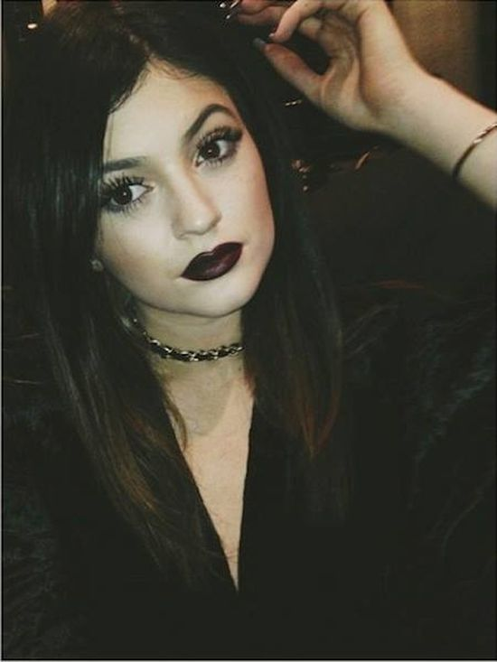 Kylie Jenner eksperymentuje z makija�em (FOTO)