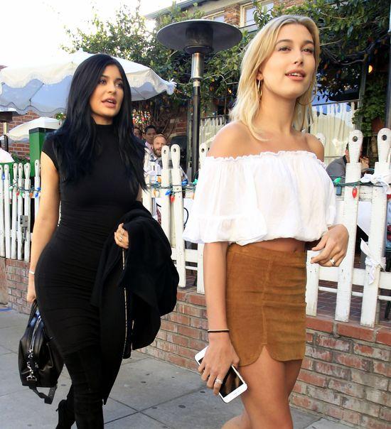 Z nosem w chmurach, czyli Kylie i Hailey na lunchu (FOTO)
