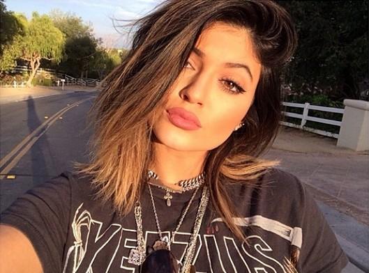 Kylie Jenner powiększyła usta? (FOTO)