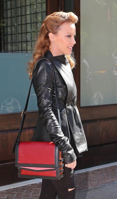 Kylie Minogue nie rezygnuje ze szpilek (FOTO)