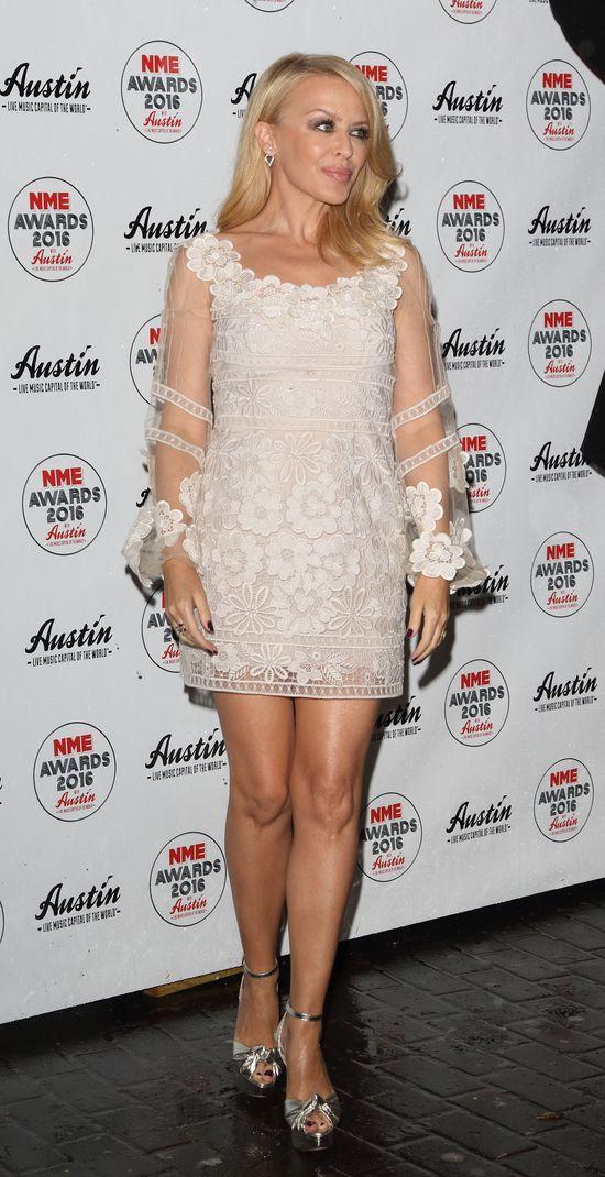 Kylie Minouge wygląda OBŁĘDNIE w tej sukience!