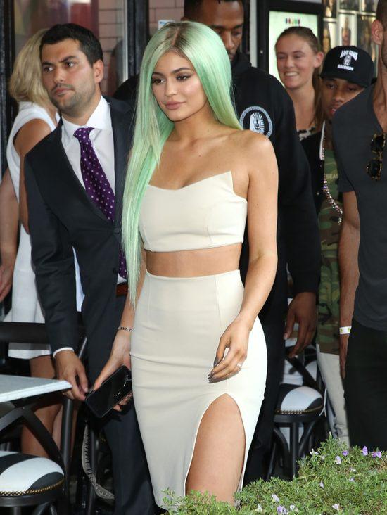 Kylie Jenner ZAATAKOWANA przez fana [VIDEO]