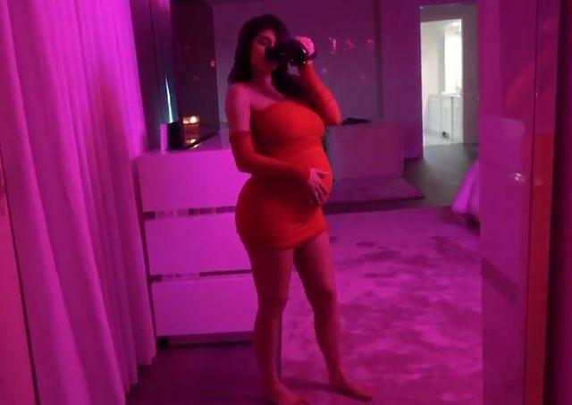 Kylie Jenner w ciąży wyglądała KWITNĄCO (ZDJĘCIA)
