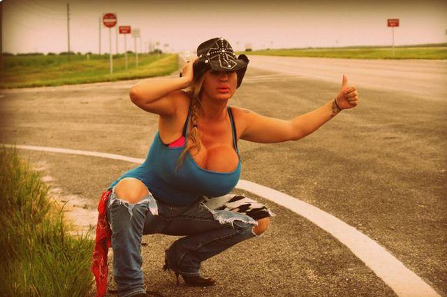 Lacey Wildd, posiadaczka najwi�kszych sztucznych piersi