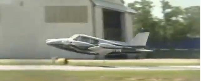 92-latek wylądował bezpiecznie bez podwozia (VIDEO)