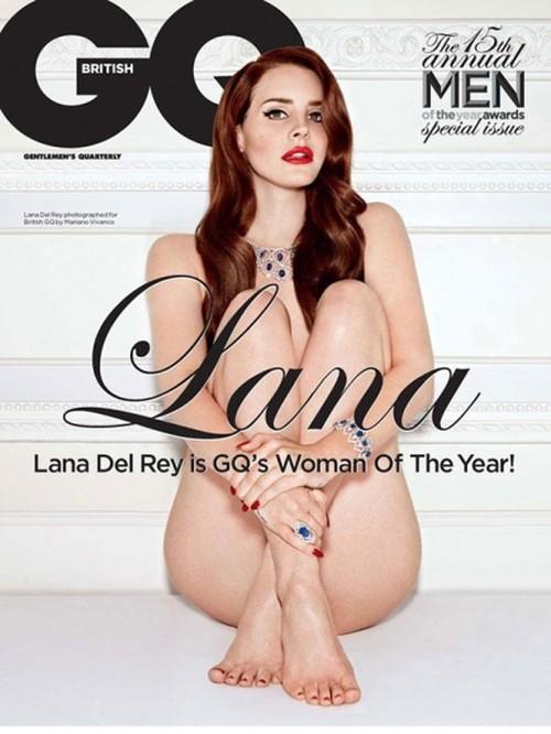 Naga Lana Del Rey spowiada si� z poci�gu do alkoholu (FOTO)