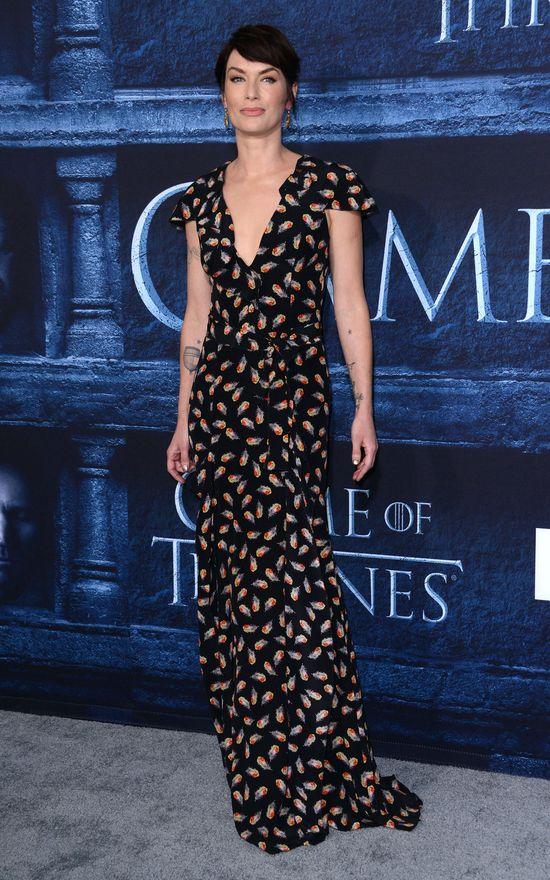 Prapremiera Game of Thrones 6: Sophie Turner swoją kreacją zrobiła furorę!