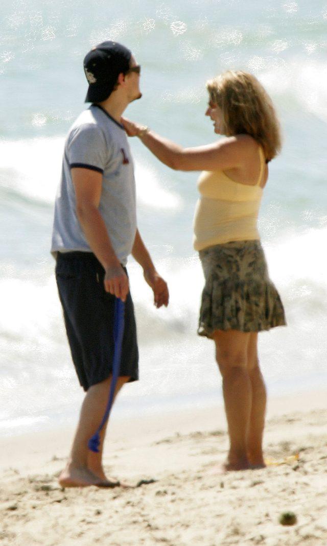 Zdjęcie DiCarpio z mamą stało się hitem sieci... (Facebook)
