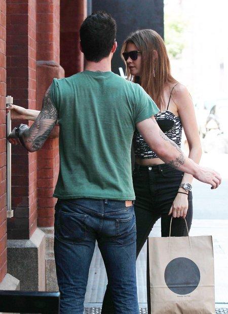 Adam Levine to d�entelman - kto by si� spodziewa�! (FOTO)