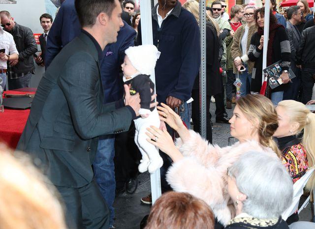 Adam Levine i Behati Prinsloo zabrali córeczkę na wielką imprezę (FOTO)