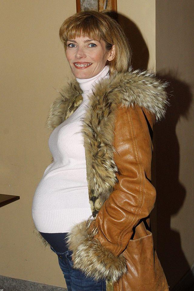 Małgorzata Lewińska pozuje z ciążowym brzuszkiem (FOTO)