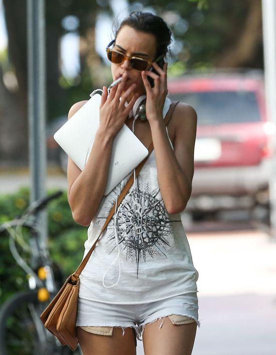 Adriana Lima w bardzo krótkich szortach! (FOTO)