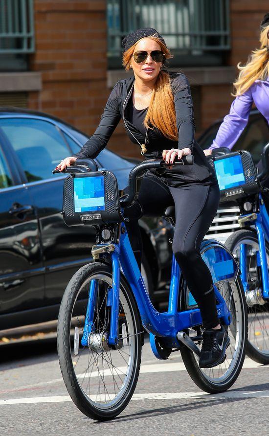 Lindsay i Dina Lohan przerzuciły się na rowery (FOTO)