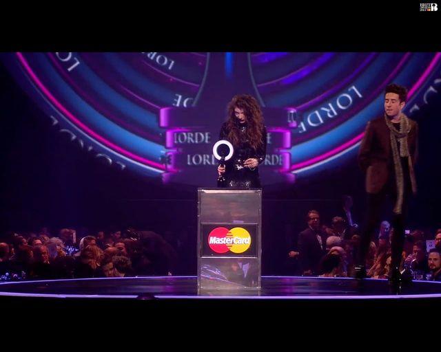 Lorde w szoku - kolejna statuetka dla 17-latki (FOTO)