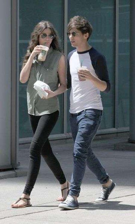 Louis Tomlinson na spacerze z dziewczyną (FOTO)