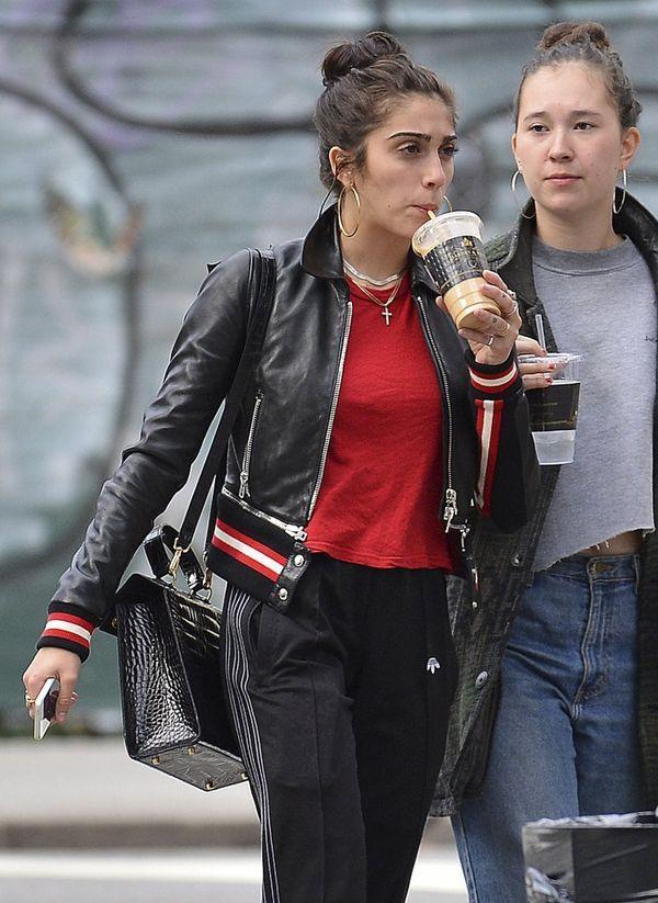 Krzaczaste brwi są już niemodne? Lourde Leon lansuje nową modę? (FOTO)