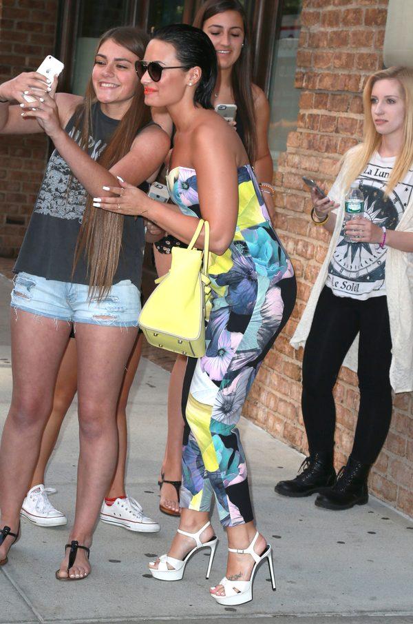 Fanka Ariany Grande wypowiedziała wojnę fankom Demi Lovato?