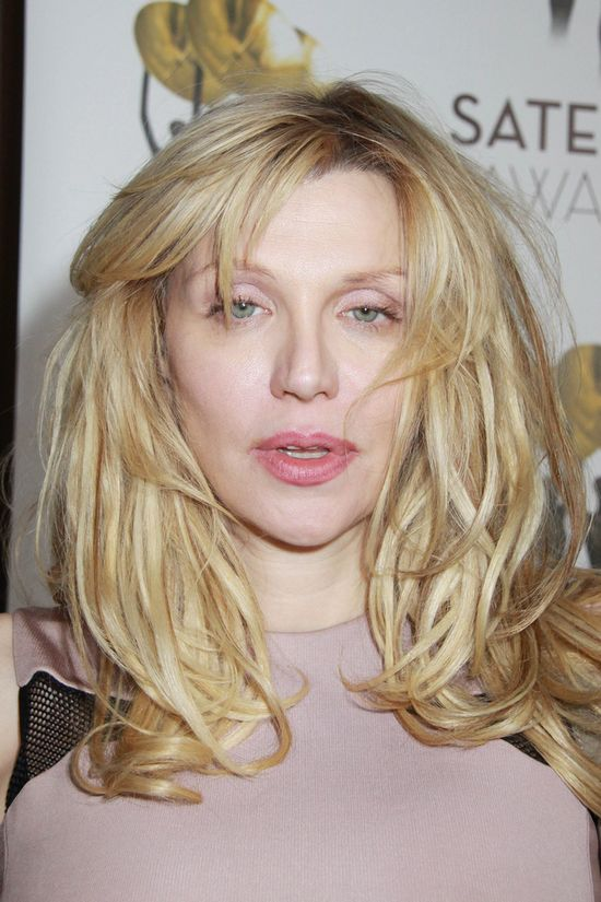 Courtney Love wygl�da coraz lepiej? (FOTO)