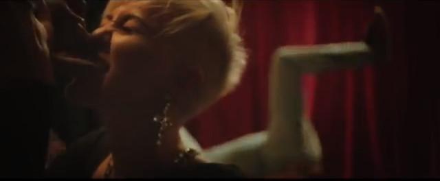 Miley Cyrus ca�uje jednoro�ca na nowym klipie (VIDEO)