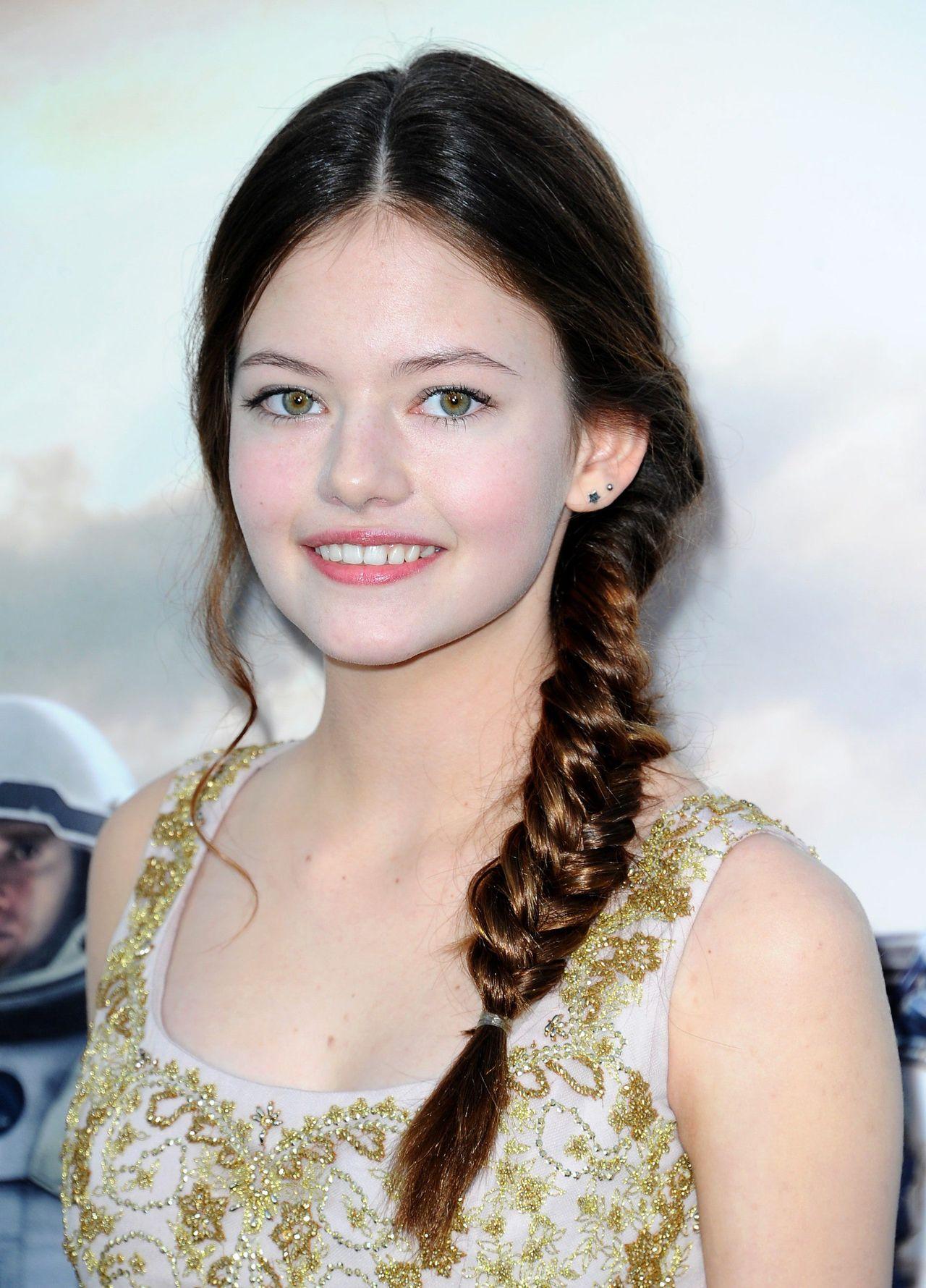 Ależ wyrosła! 17-letnia Mackenzie Foy ze Zmierzchu na premierze (ZDJĘCIA)