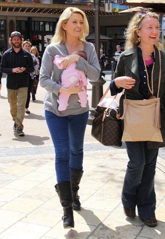 Holly Madison ju� pokazuje si� z c�reczk� (FOTO)