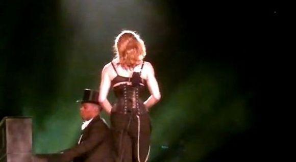 Madonna pokazała tyłek na koncercie (FOTO)