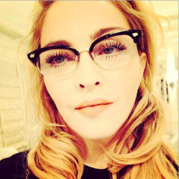 Madonna to seksowna okularnica