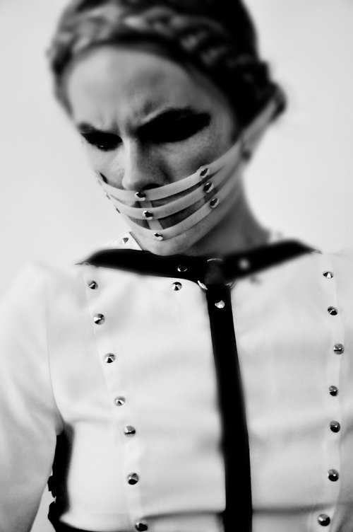Magda Roman w roli księdza (FOTO)