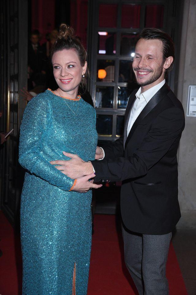 Magdalena Boczarska z dużym ciążowym brzuszkiem na Różach Gali (ZDJĘCIA)