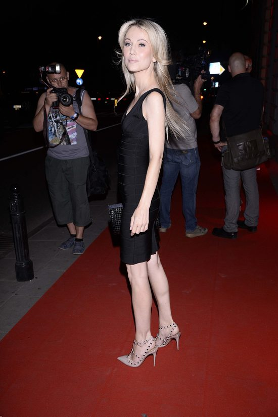 Jak to możliwe, że bandażowa sukienka wygląda na niej luźno? (FOTO)
